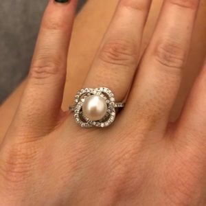 Jewelry - Pearl and diamond fashion ring